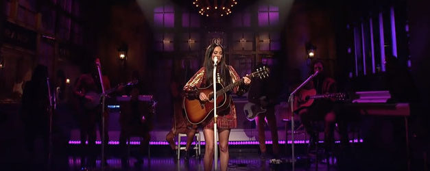 Kacey Musgraves lights up the SNL stage