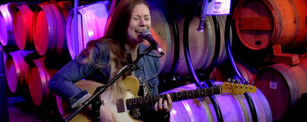Joanne Shaw Taylor sings from the Cellar